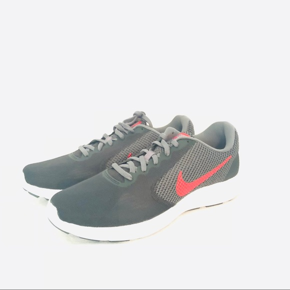 83d75ca918c Nike Men s Revolution 3 Shoes Gray Red Size 10